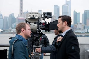 looper-movie-image-rian-johnson-joseph-gordon-levitt-set-photo